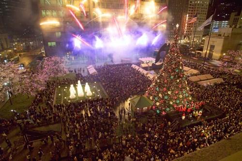 grand_opening_full_shot_plus_fireworks_tree_smaller