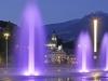 Entspannte Abendstimmung herrscht entlang der beleuchteten Promenaden, Thermen und Gassen der Kurstadt Meran.