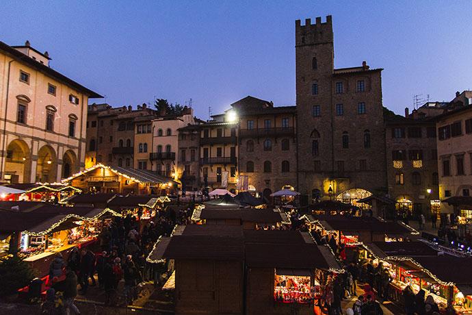 mercatino-natale-arezzo-villaggio-tirolese-2
