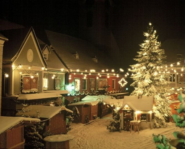 Ortsplatz_im_Advent_ohne_Leute_04_1e3906e755