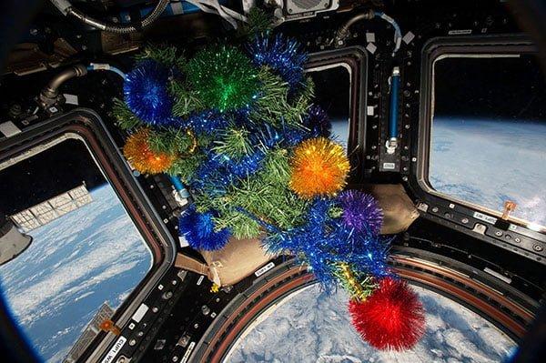 Albero Natale sulla Stazione Spaziale Orbitante